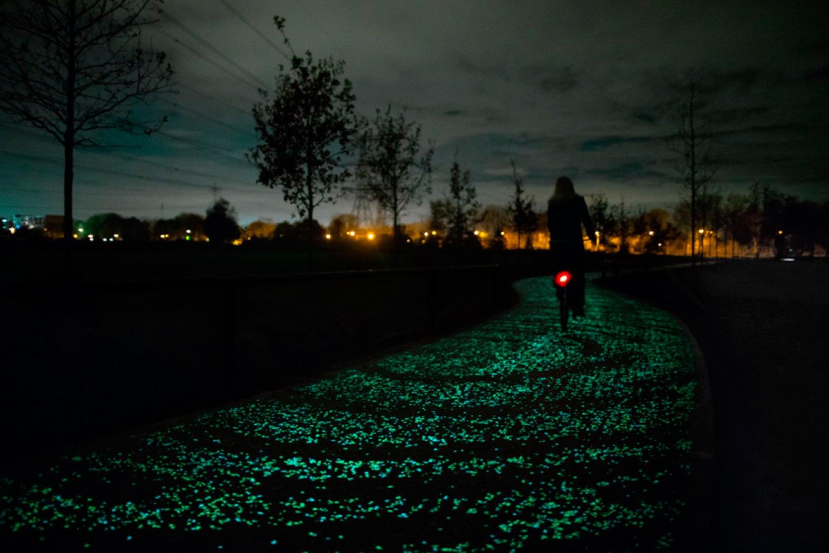 Vía ciclista Van Gogh por Roosegaarde. Imagen cortesía de Studio Roosegaarde.