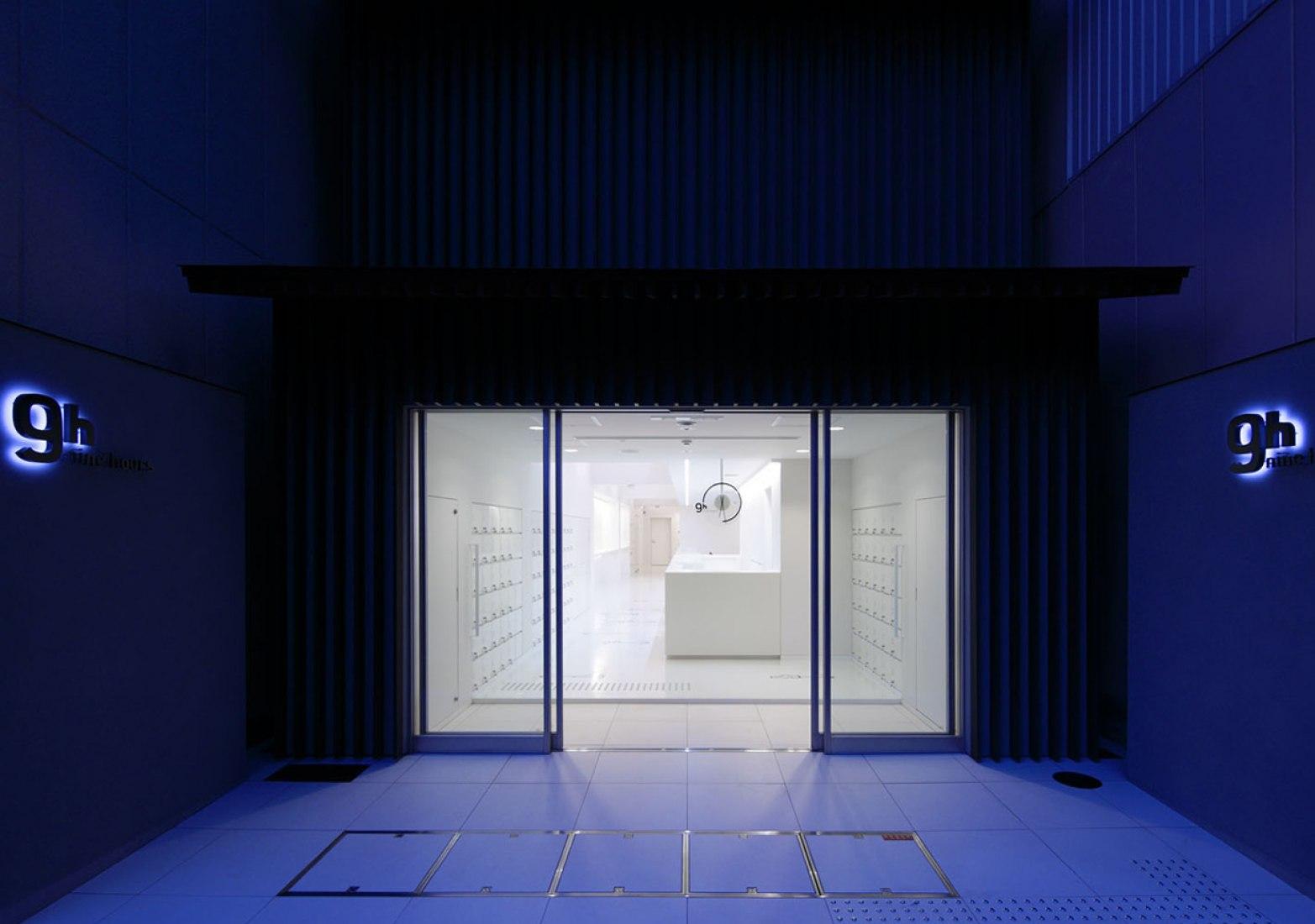 Hotel 9 Horas por Design Studio S. Fotografía © Nacasa&Partner