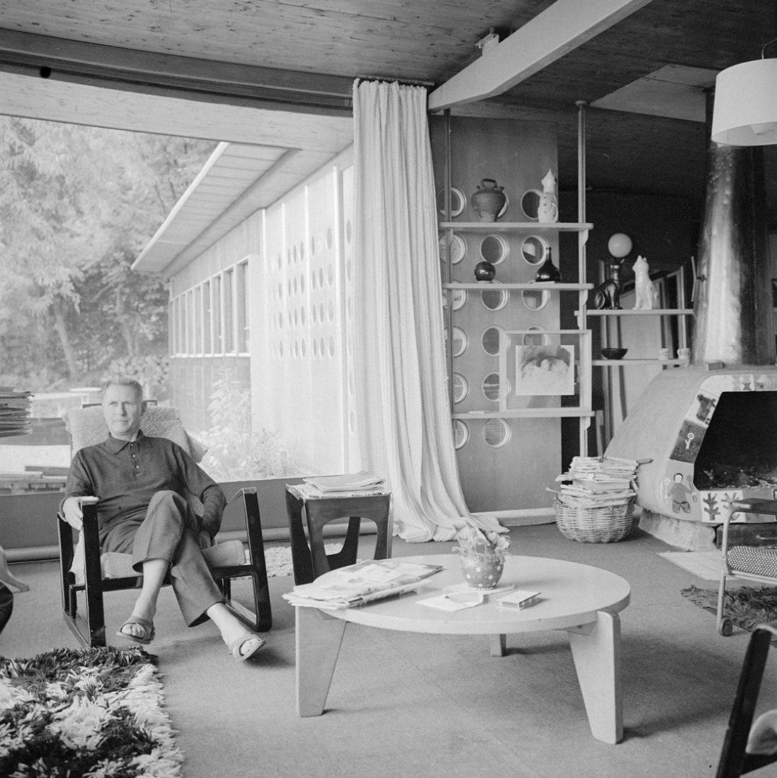 Retrato de Jean Prouvé en su casa de Nancy. Fotografía © Centre Georges Pompidou. Cortesía de Ivory Press