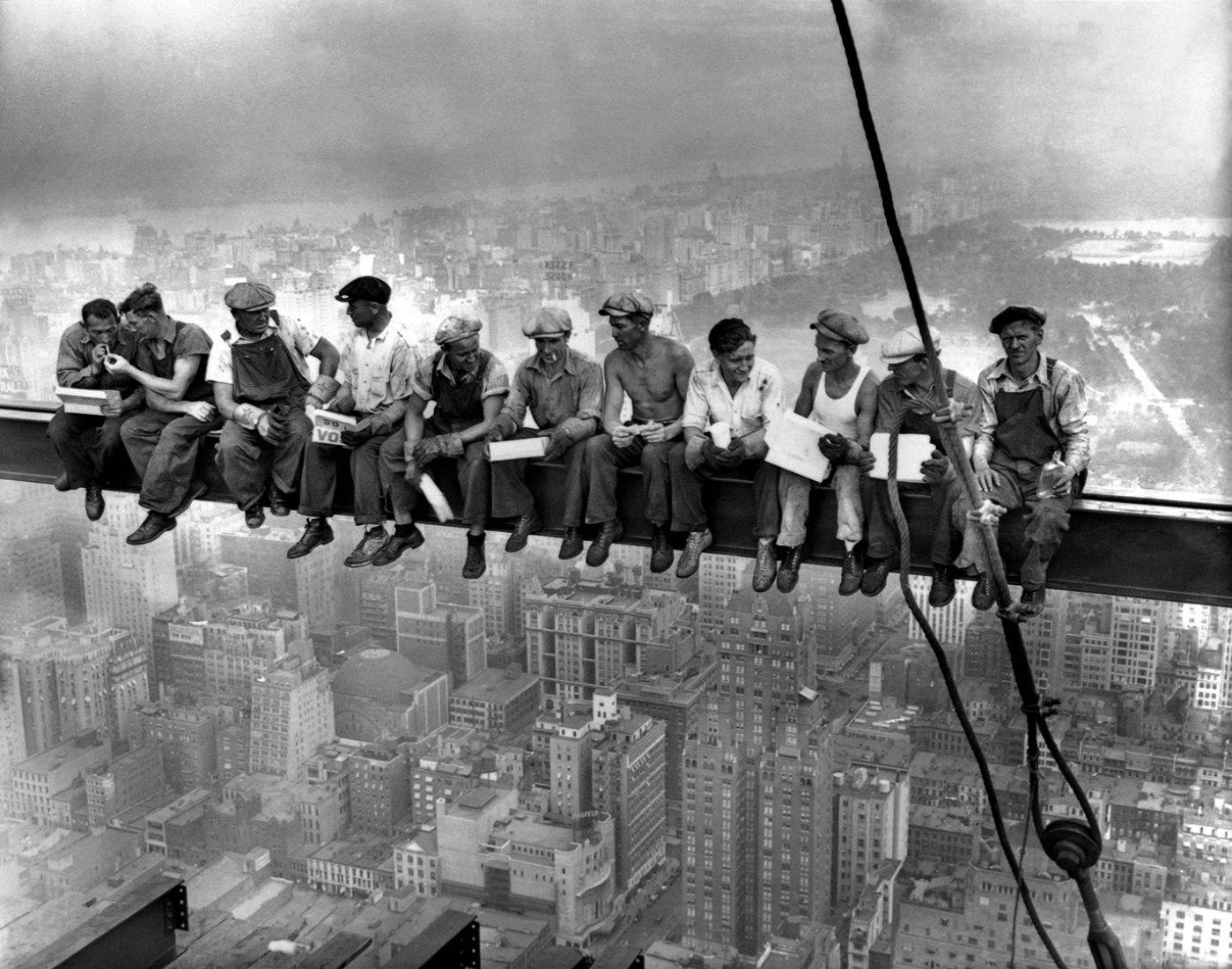 Almuerzo en lo alto del rascacielos. Autor: desconocido, 1932