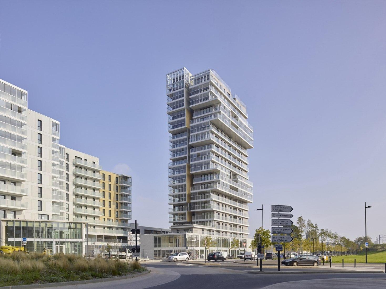 Exterior view. 151 homes in ZAC du Pré Gauchet by a/LTA. Photography © S. Chalmeau.