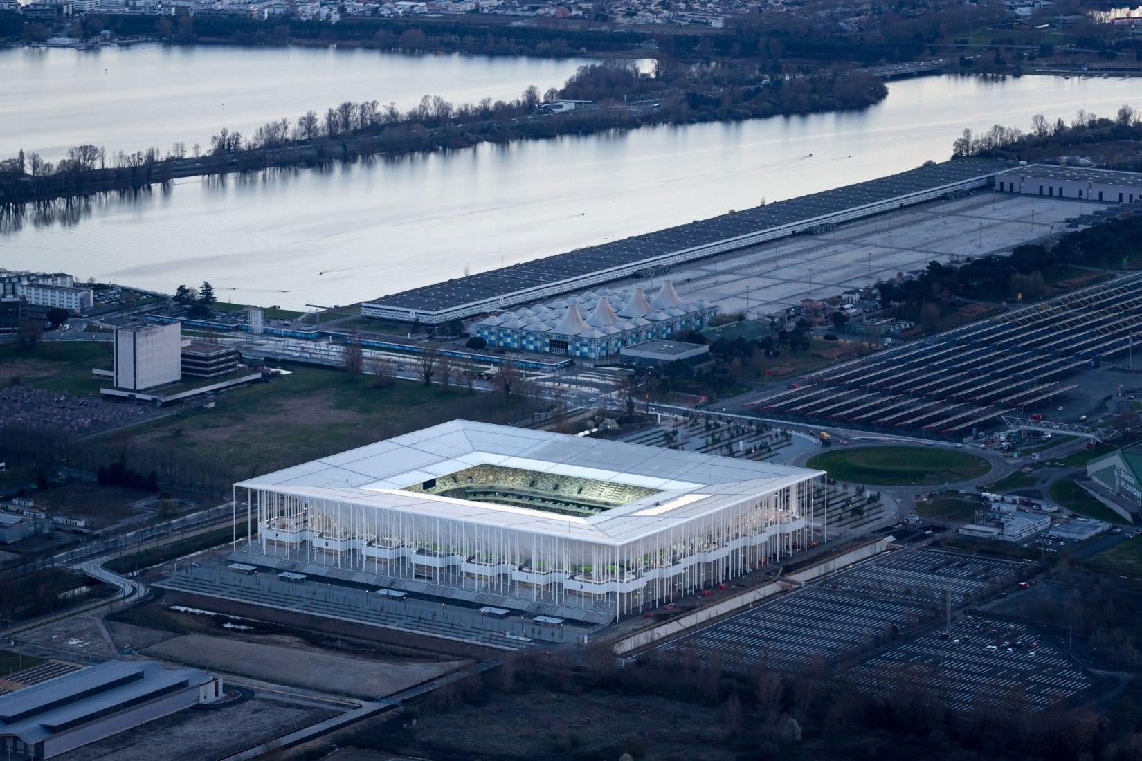 Vista general. Nuevo estadio de Burdeos por Herzog & De Meuron. Imagen © Iwan Baan.og & De Meuron. Image © Iwan Baan.