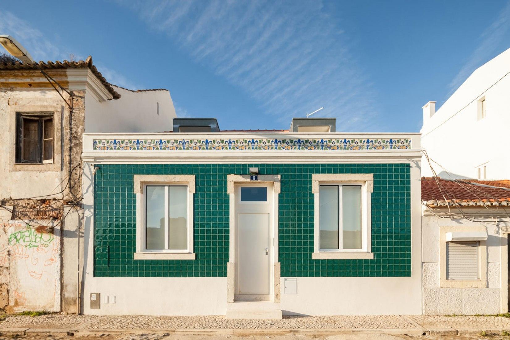 Vista exterior. Casa Terras 8 por Colectivo CAIS. Fotografía © Francisco Nogueira.