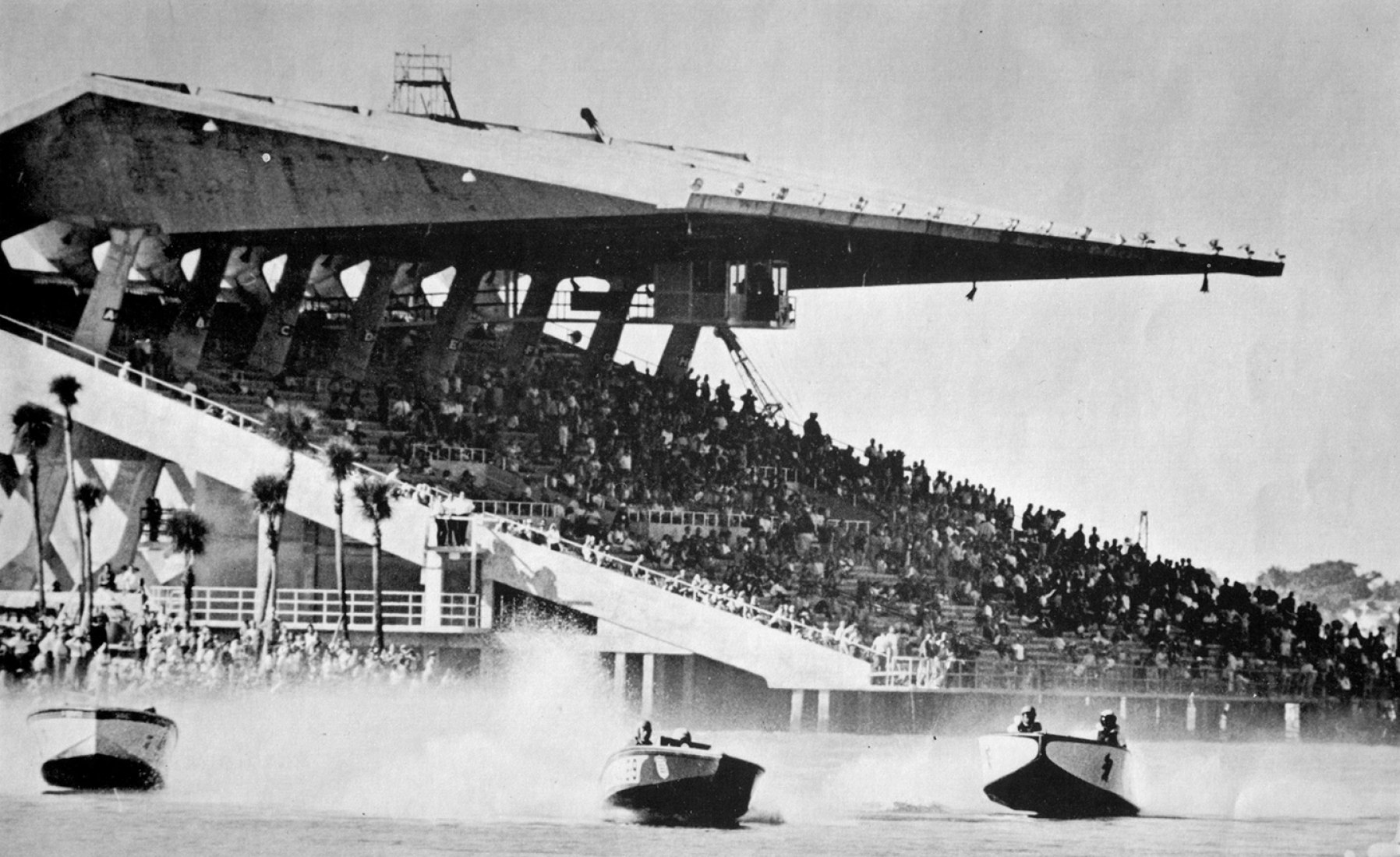 Speedboats racing in the basin, 1964. Image courtesy of World Monuments Fund.