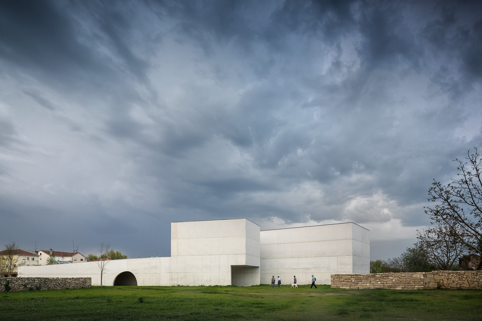Exterior view. Museum of Contemporary Art Nadir Afonso by Álvaro Siza. Photography courtesy of FG+SG © Fernando Guerra.