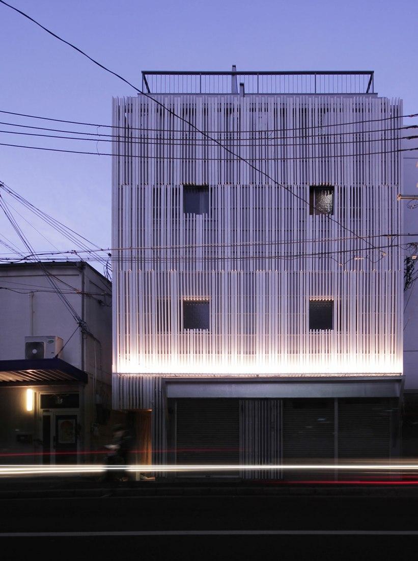 Vista exterior. Casa N STRIPS por Jun Murata. Fotografía © Jun Murata.