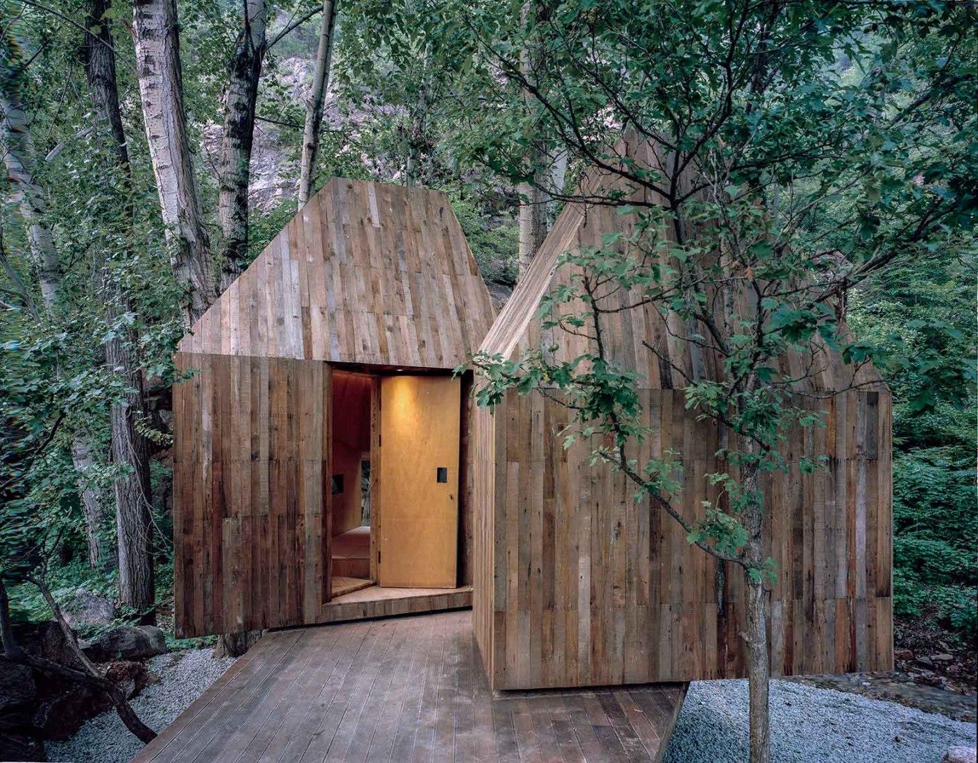 Vista exterior. Casa en el árbol por Wee Studio. Fotografía © Sun Haiting y RoadsideAlien Studio.