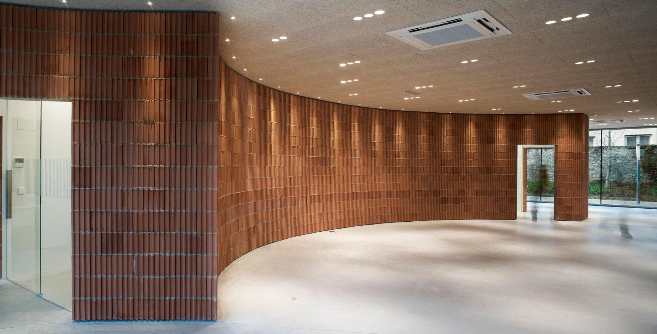 Nueva sede del COAVN por 13_07 arquitectos. Fotografía por Cesar San Millán