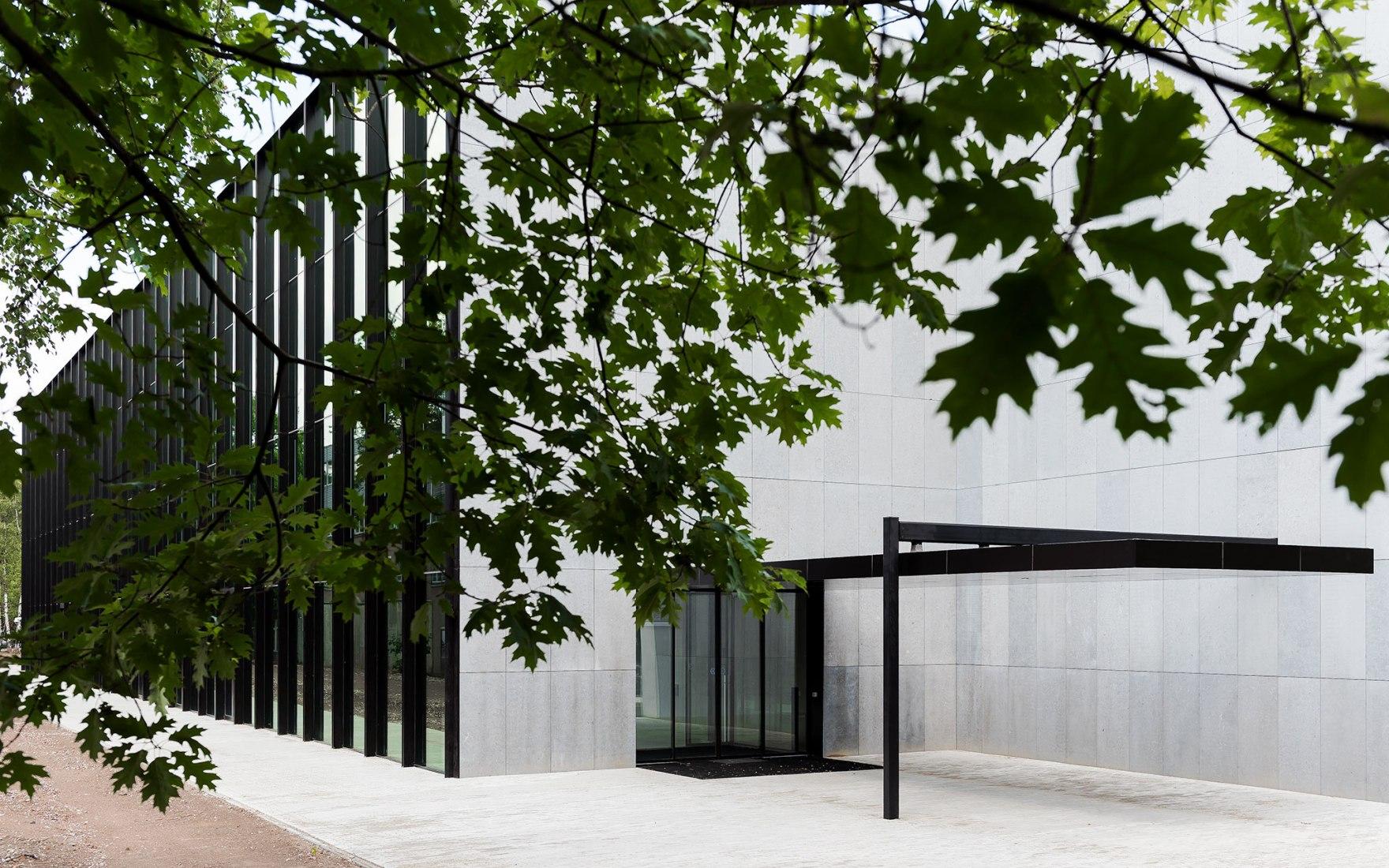 CUBE. Centro de Educación y Autoestudio, por KAAN Architecten. Fotografía por Sebastian van Damme