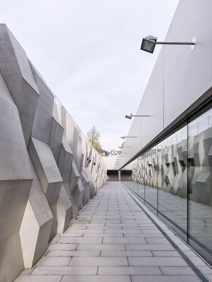 Nuevo triple pabellón deportivo en la Escuela cantonal Wettingen por :mlzd. Fotografía por Ariel Huber / EDIT images.