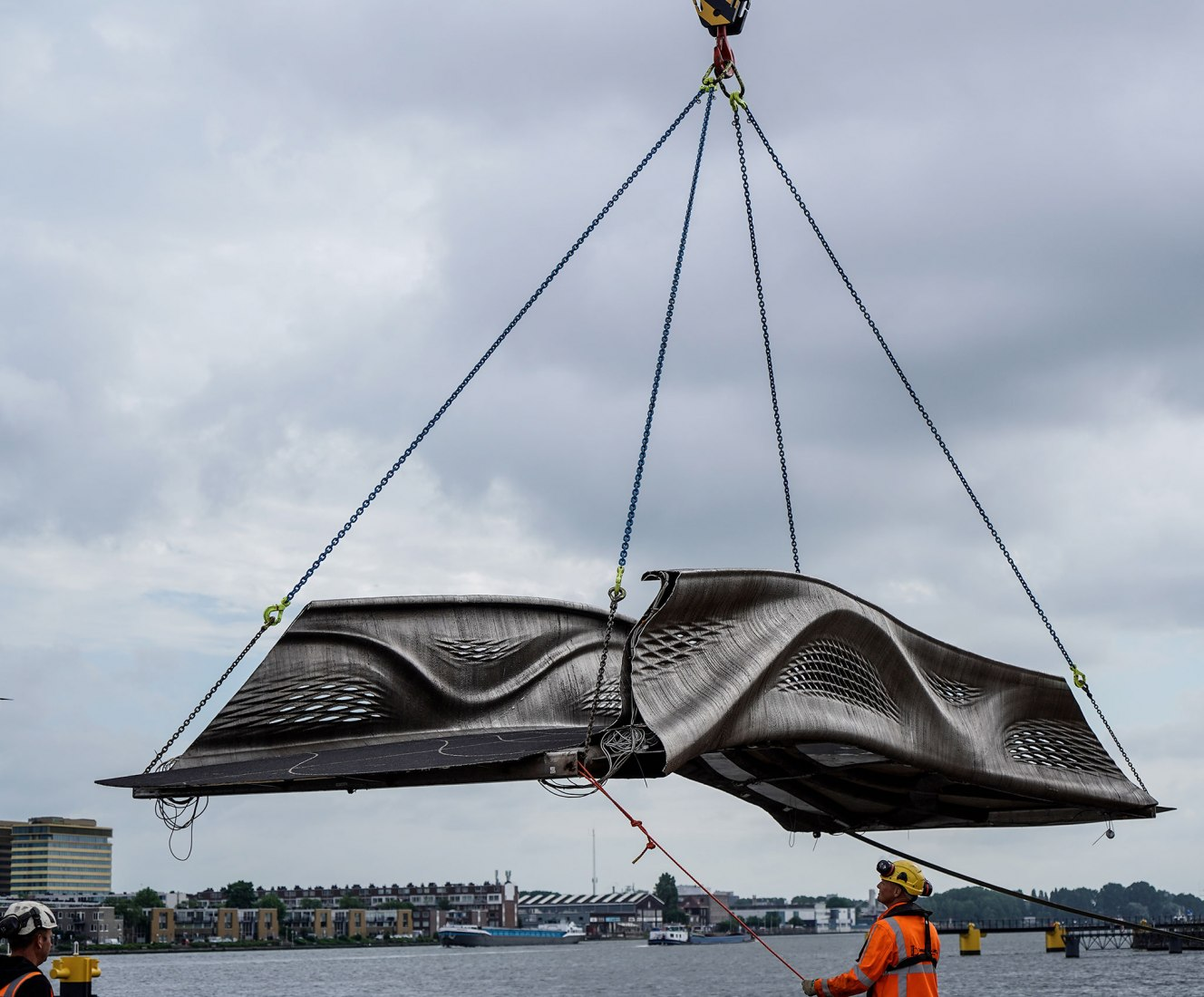 Puente MX3D de acero inoxidable.