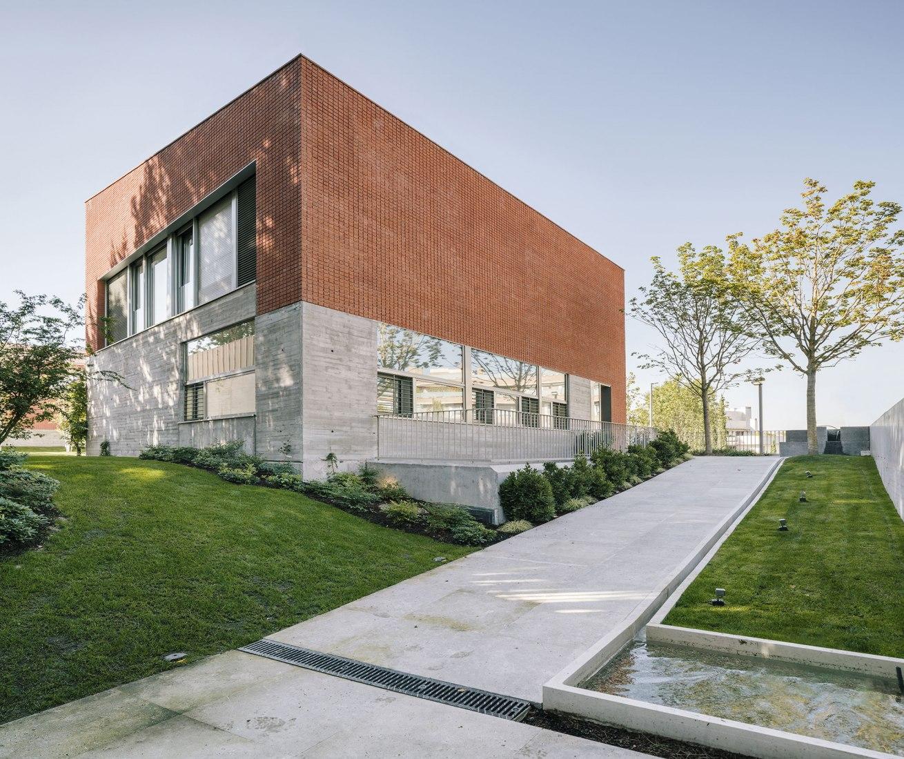 Cuatro variantes de villas por DL+A Arquitectos. Fotografía © Miguel de Guzmán y Rocío Romero. Imagen subliminal.