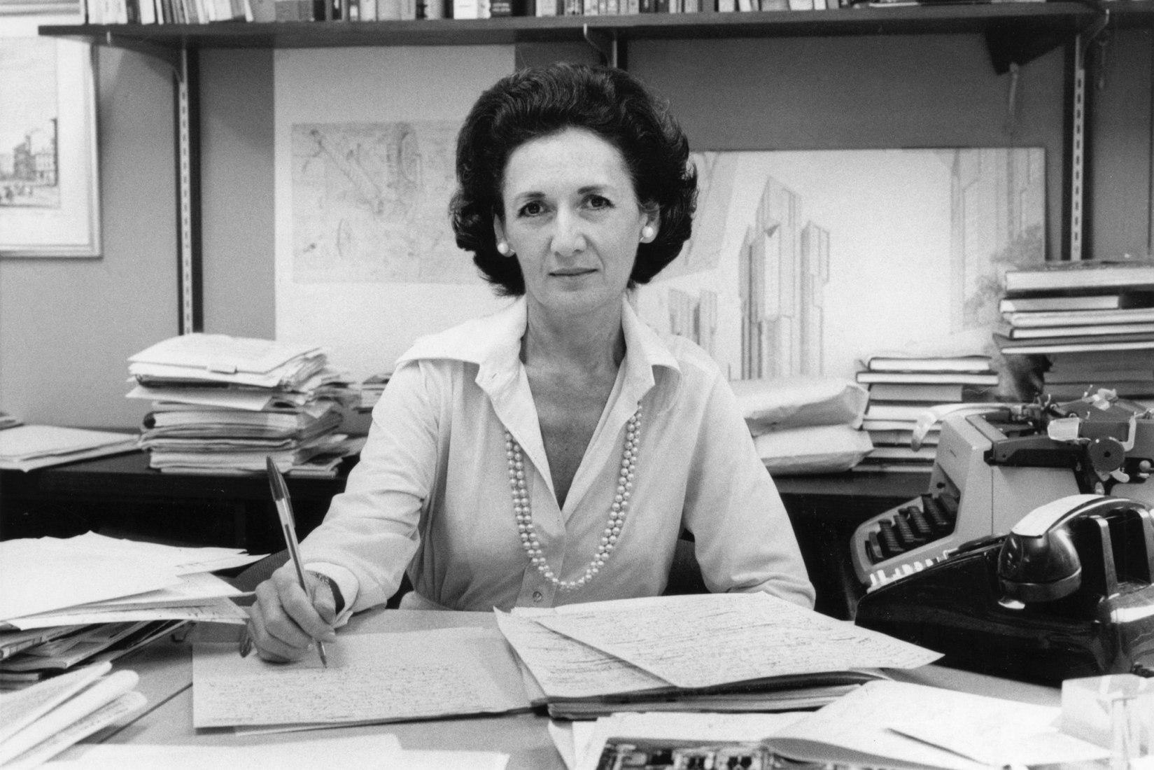 La crítica de arquitectura Ada Louise Huxtable murió el lunes a los 91 años. Fotografía de Gene Maggio.