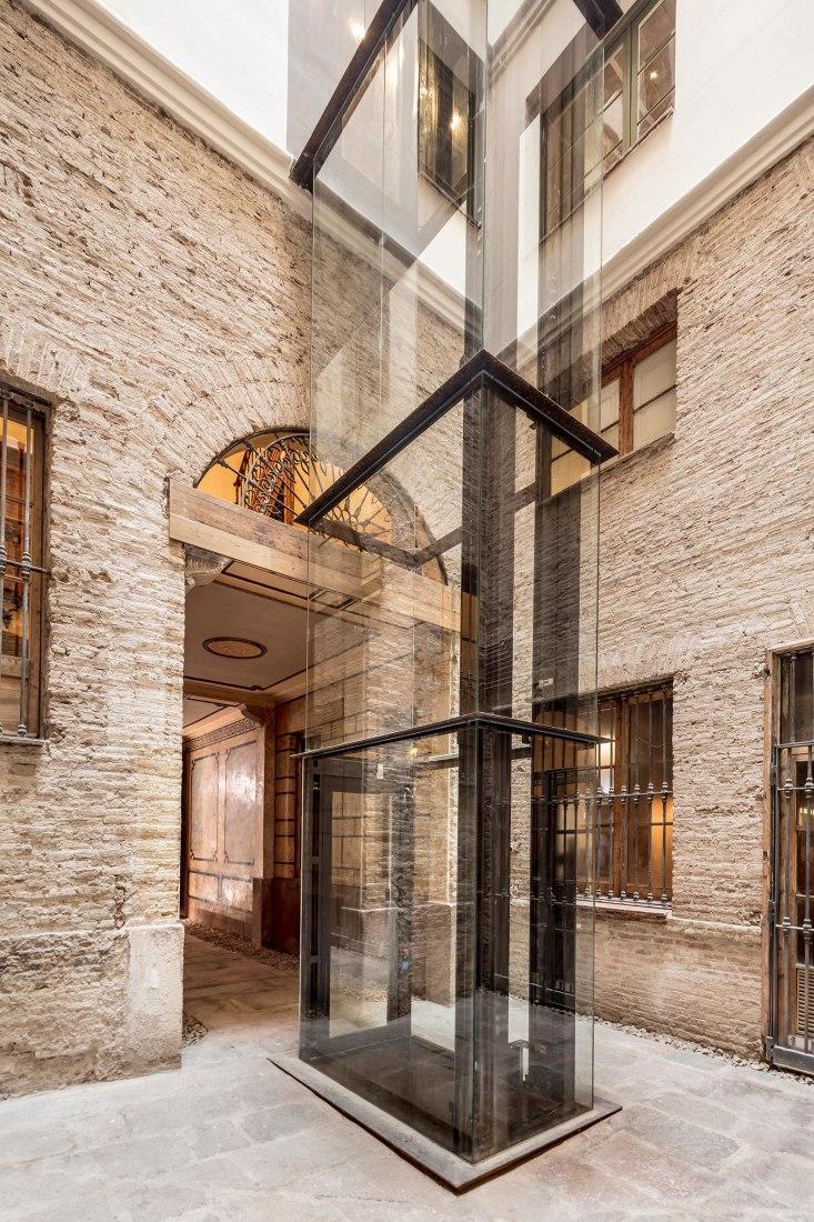 Restauración en Ciutat Vella por Agora Arquitectura. Fotografía por Adrià Goulà