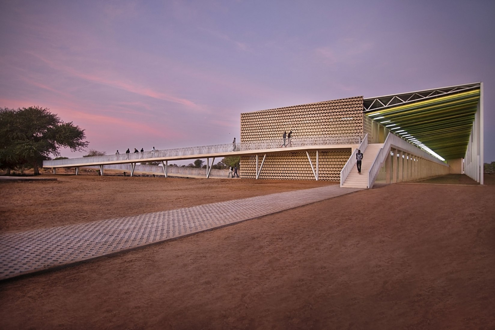 New Alioune Dio University Lecture Building by IDOM. Photograph by Francesco Pinton.