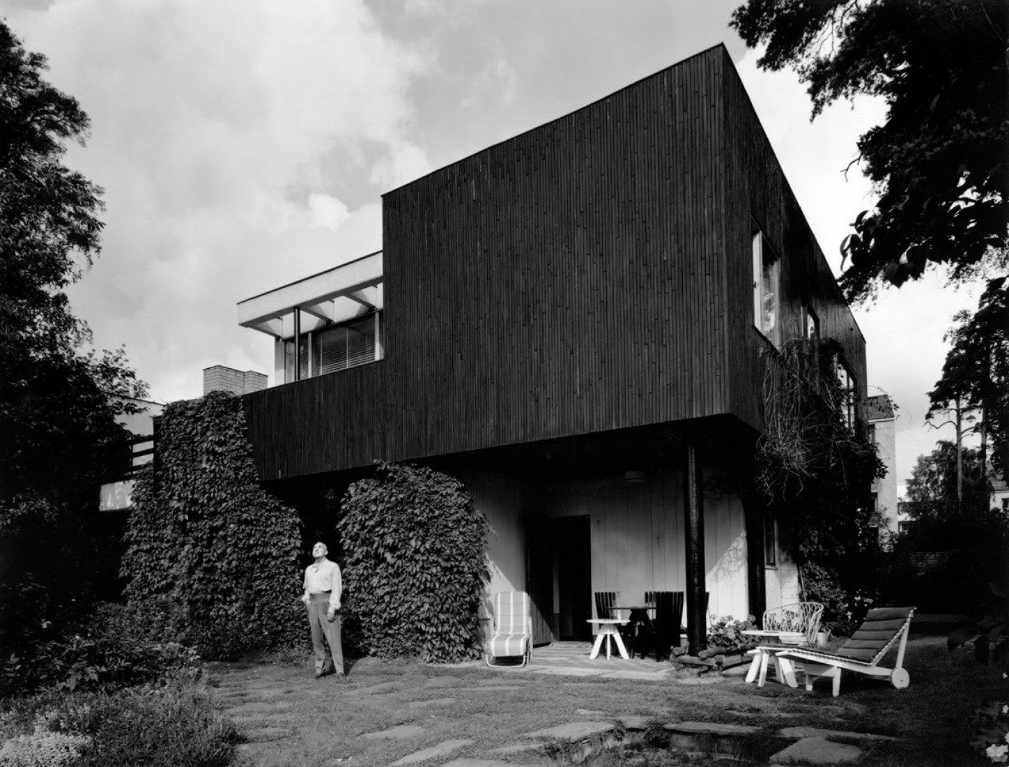 Alvar Aalto In Front of Aalto House (1930s). Image courtesy of Alvar Aalto Museum, photography by Eva and Pertti Ingervo