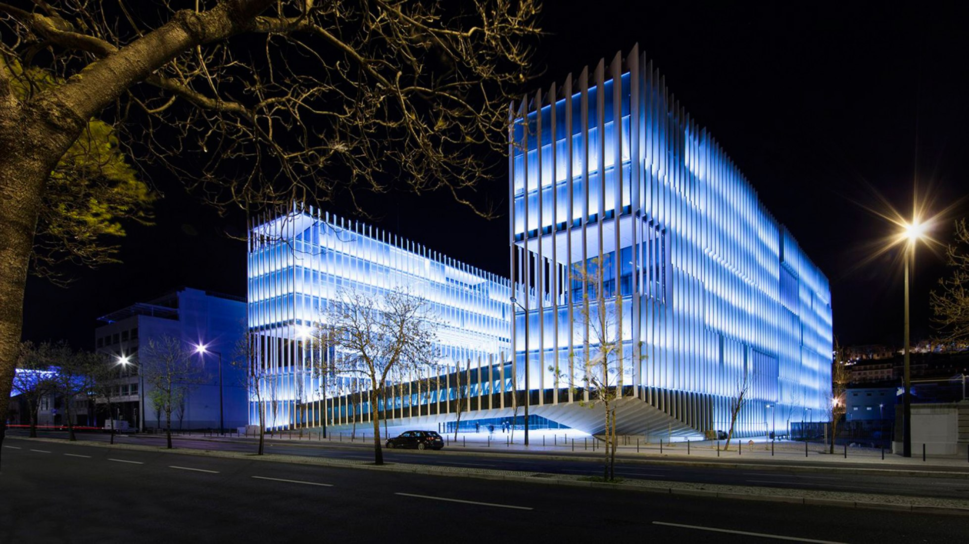 Exterior view at night. EDP Headquarters by Aires Mateus. Photography © Juan Rodríguez.