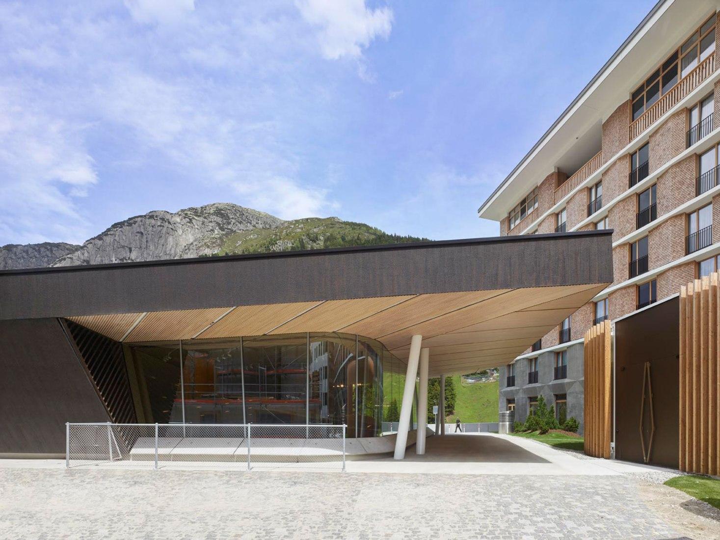 Sala de Conciertos de Andermatt por Studio Seilern Architects. Fotografía por Roland Halbe.