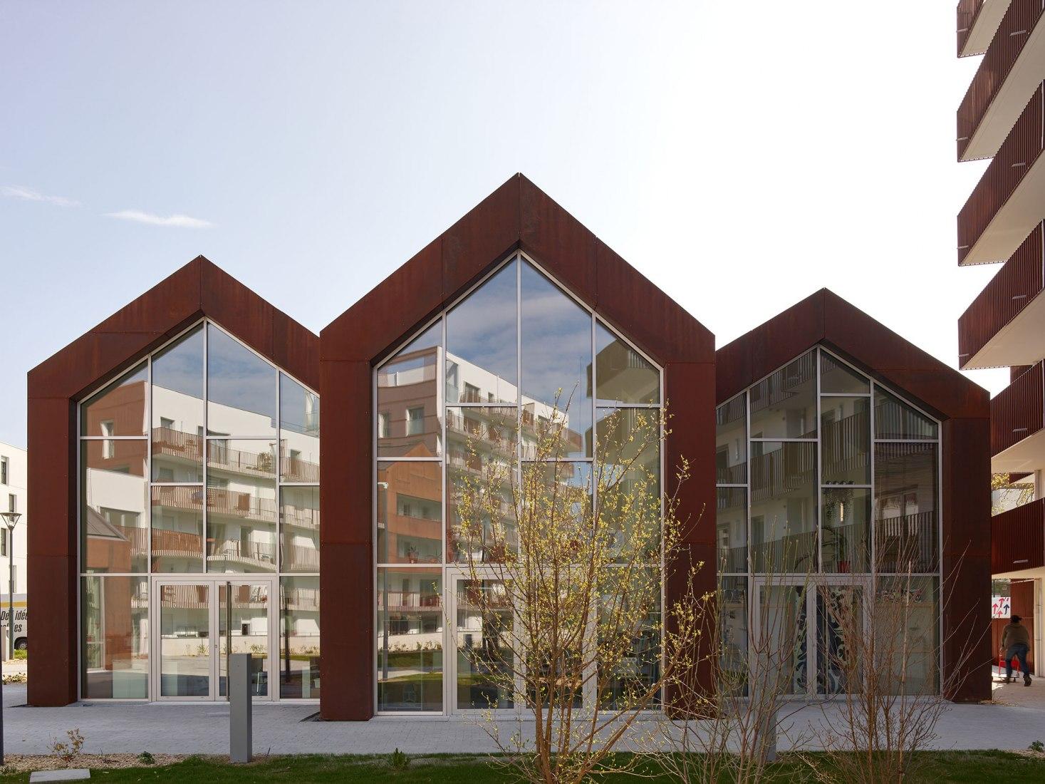 Le Cours des Arts. An intergenerational housing complex by a/LTA. Photograph by S. Chalmeau
