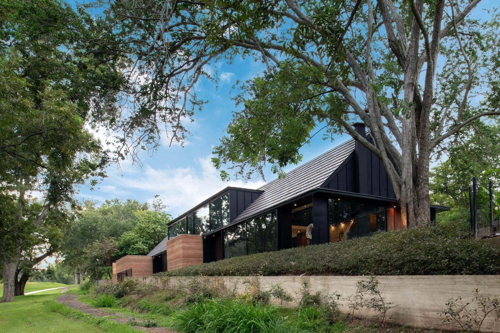 Casa L&J by Álvaro Moragrega. Photograph by Fernanda Leonel