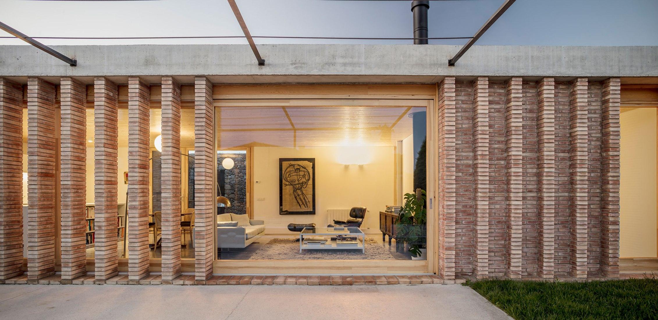 Casa AA por Alventosa Morell Arquitectes. Fotografía por Adrià Goula