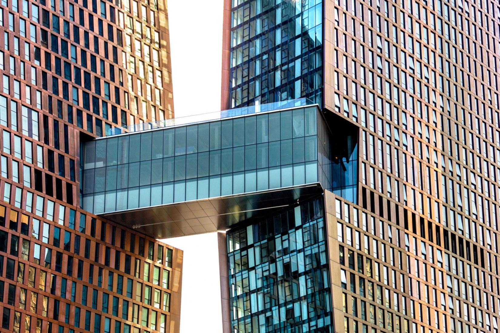 Puente aéreo de los American Copper Buildings. Fotografía © Max Touhey