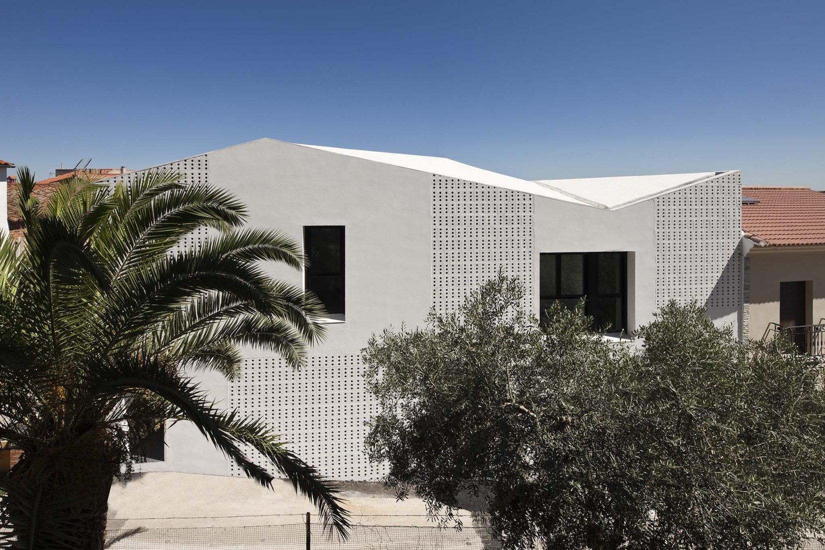 Social Housing in Badajoz by Angas Kipa. Photograph by Fernando Alda