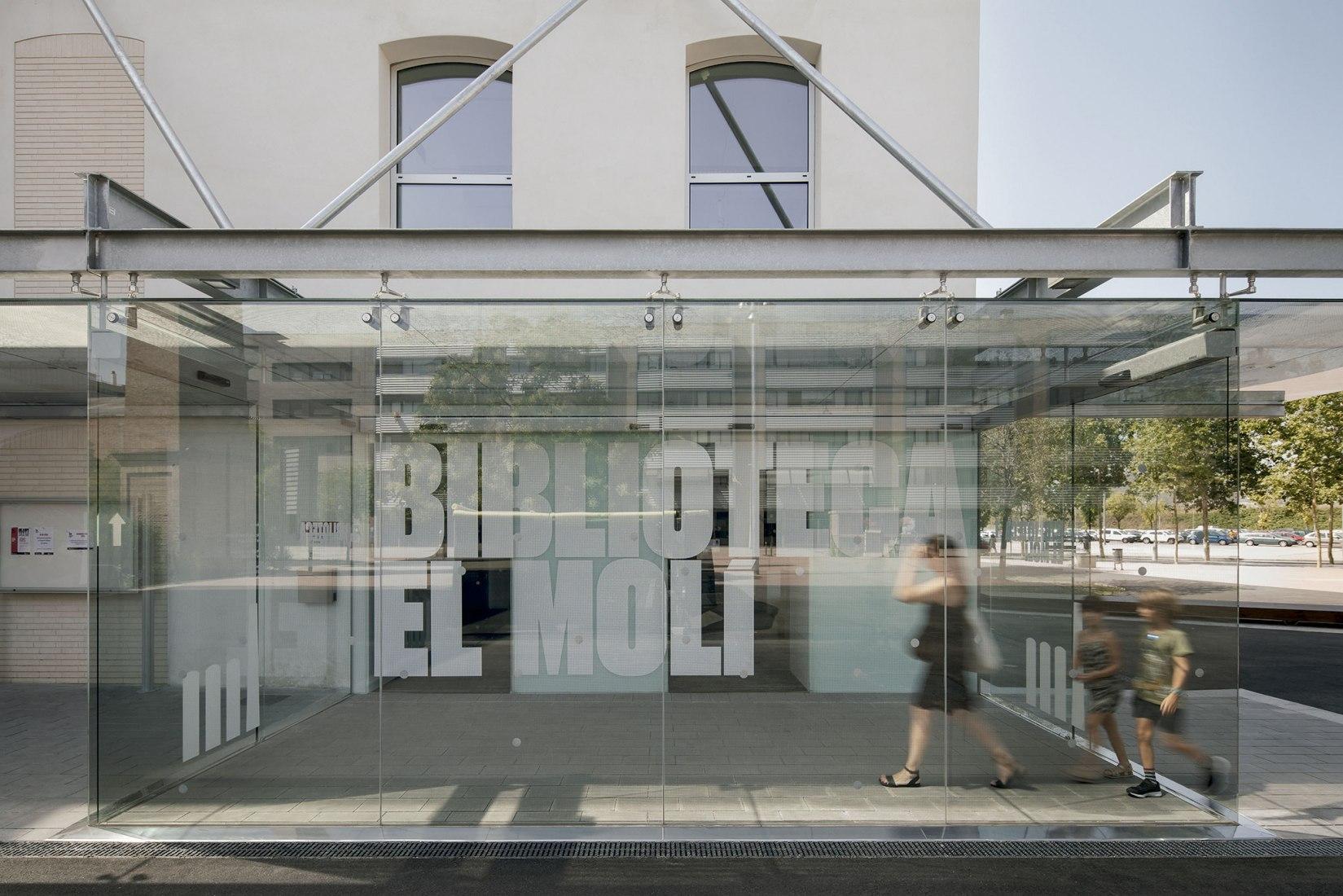 El Molí Library by Antonio Montes Gil. Photograph by Jordi Surroca