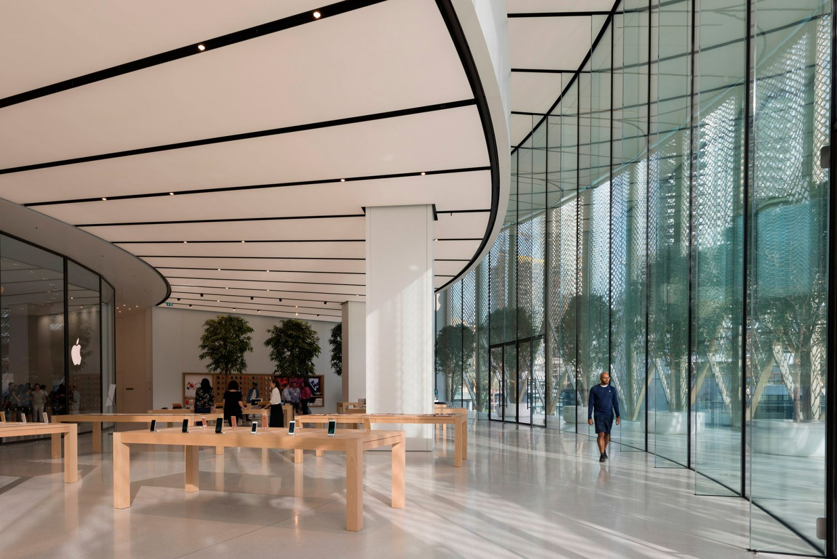 Imagen interior. Apple Dubai Mall por Foster + Partners. Fotografía © Nigel Young, Foster + Partners.