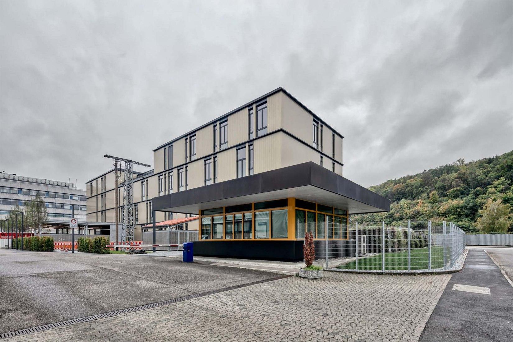 Centro de formación y perfeccionamiento para instaladores eléctricos por archis Architekten + Ingenieure GmbH, Luis Machuca & Asociados. Fotografía por Nikolay Kazakov