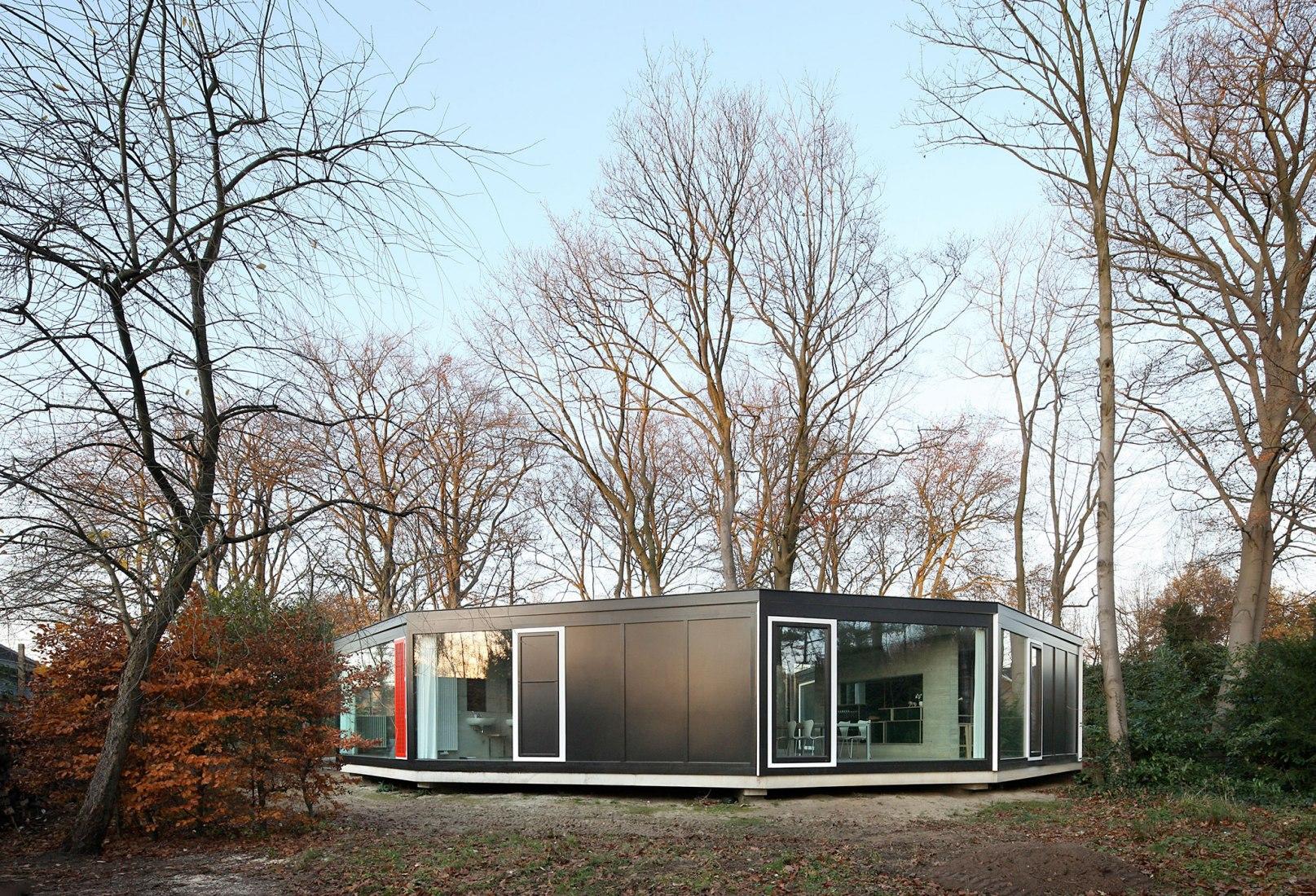 BM house by architecten de vylder vinck taillieu. Photograph by Filip Dujardin