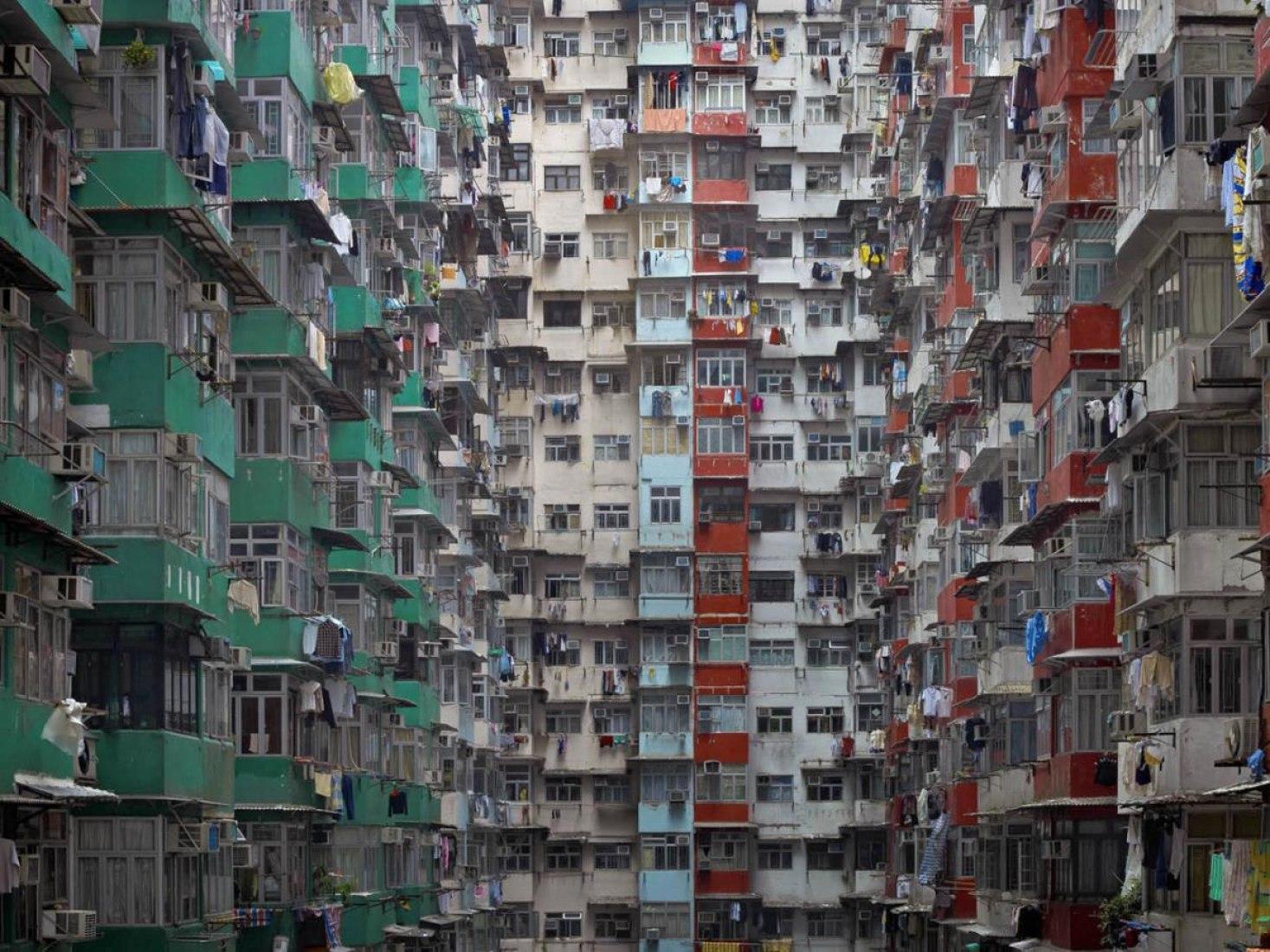 'Architecture of Density #119', 2009. Las imágenes se centran en la implacable uniformidad de las fachadas de la ciudad. Cortesía de Flowers Gallery © Michael Wolf.