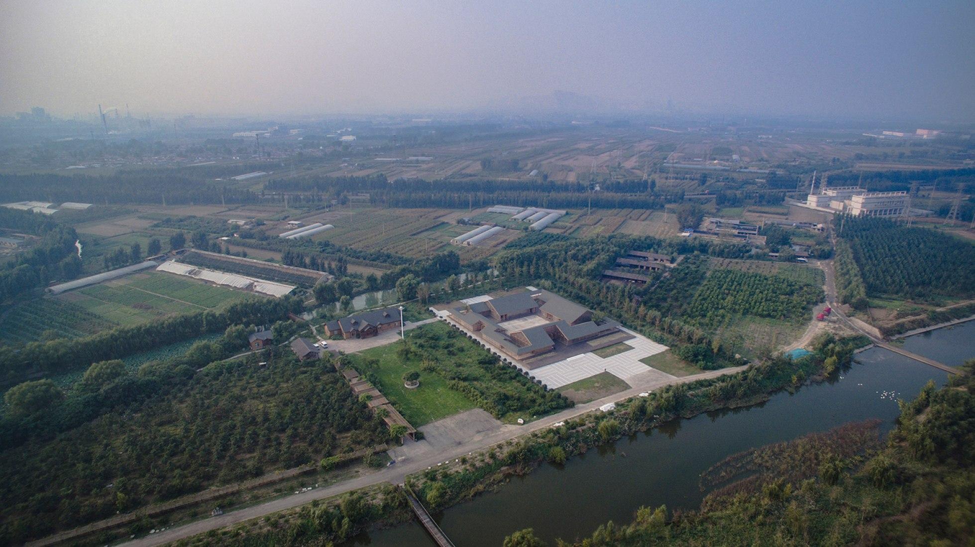 Vista aérea. Granja orgánica por 韩文强-Archstudio. Fotografía © JIN Wei-Qi. Imagen cortesía de Archstudio.