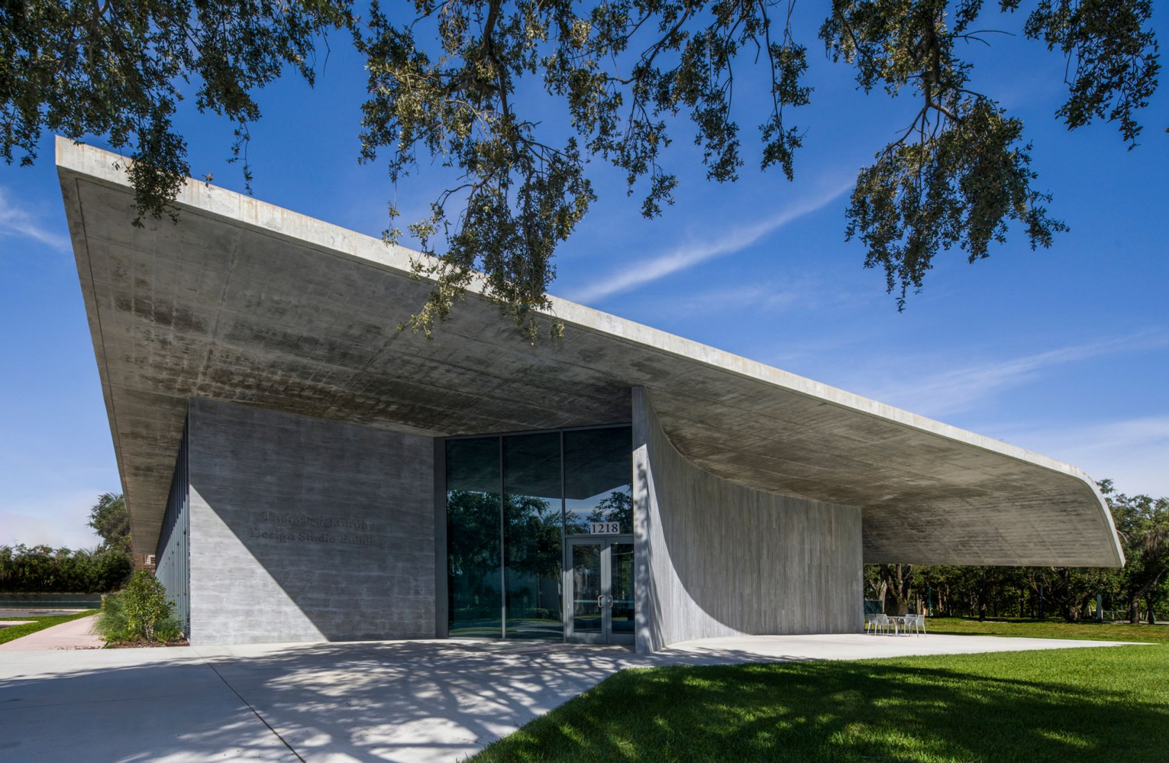 Thomas P. Murphy Studio Building for the University of Miami School of Architecture by Arquitectonica. Photograph by Robin Hill