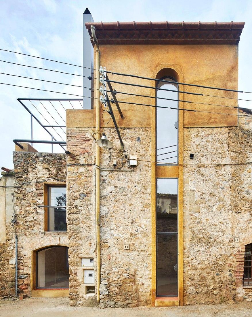 Vista exterior. Rehabilitación en una vivienda en La Tallada por Arquitectura-G. Fotografía © José Hevia
