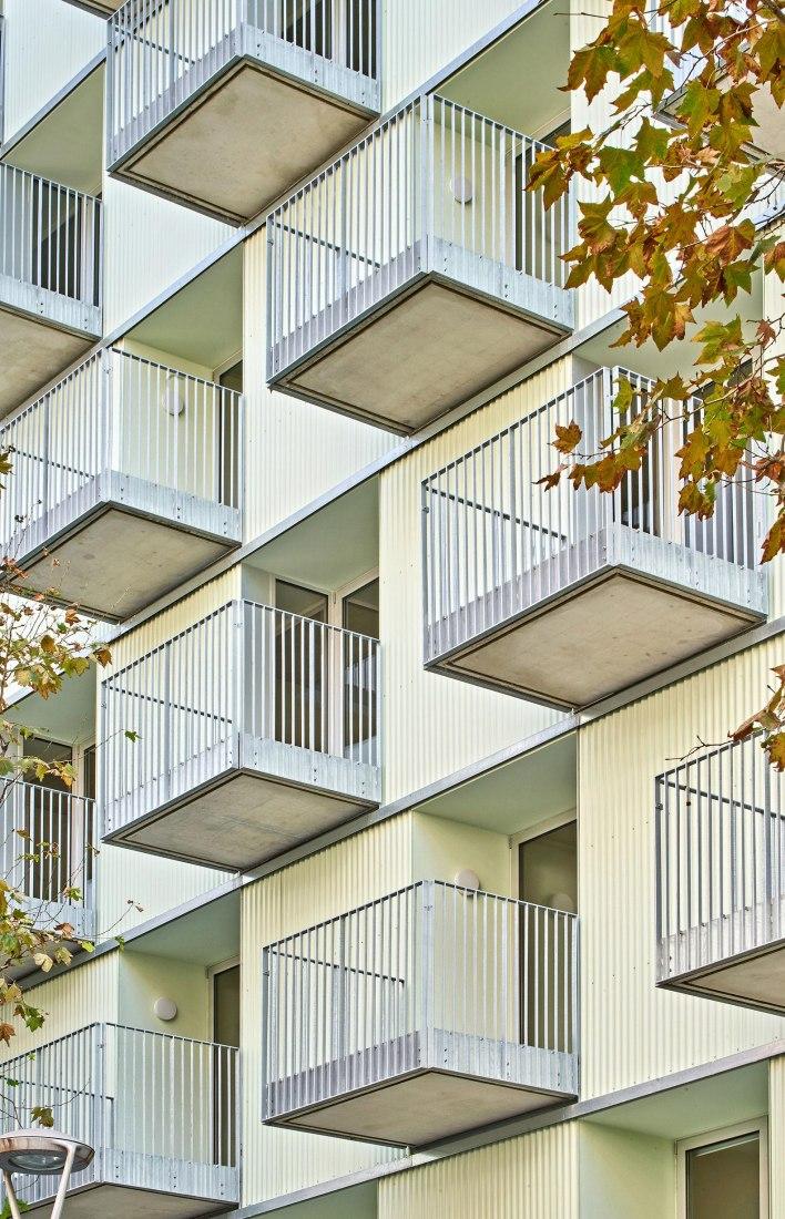 ALI BEI. Viviendas dotacionales y alojamientos temporales por Arquitectura Produccions, Pau Vidal y Vivas Arquitectos. Fotografía por José Hevia