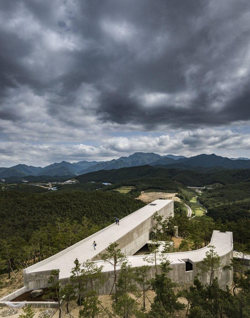 Pabellón de arte en Saya Park por Alvaro Siza y Carlos Castanheira. Fotografía por Fernando Guerra, FG+SG – Fotografia de Arquitectura.