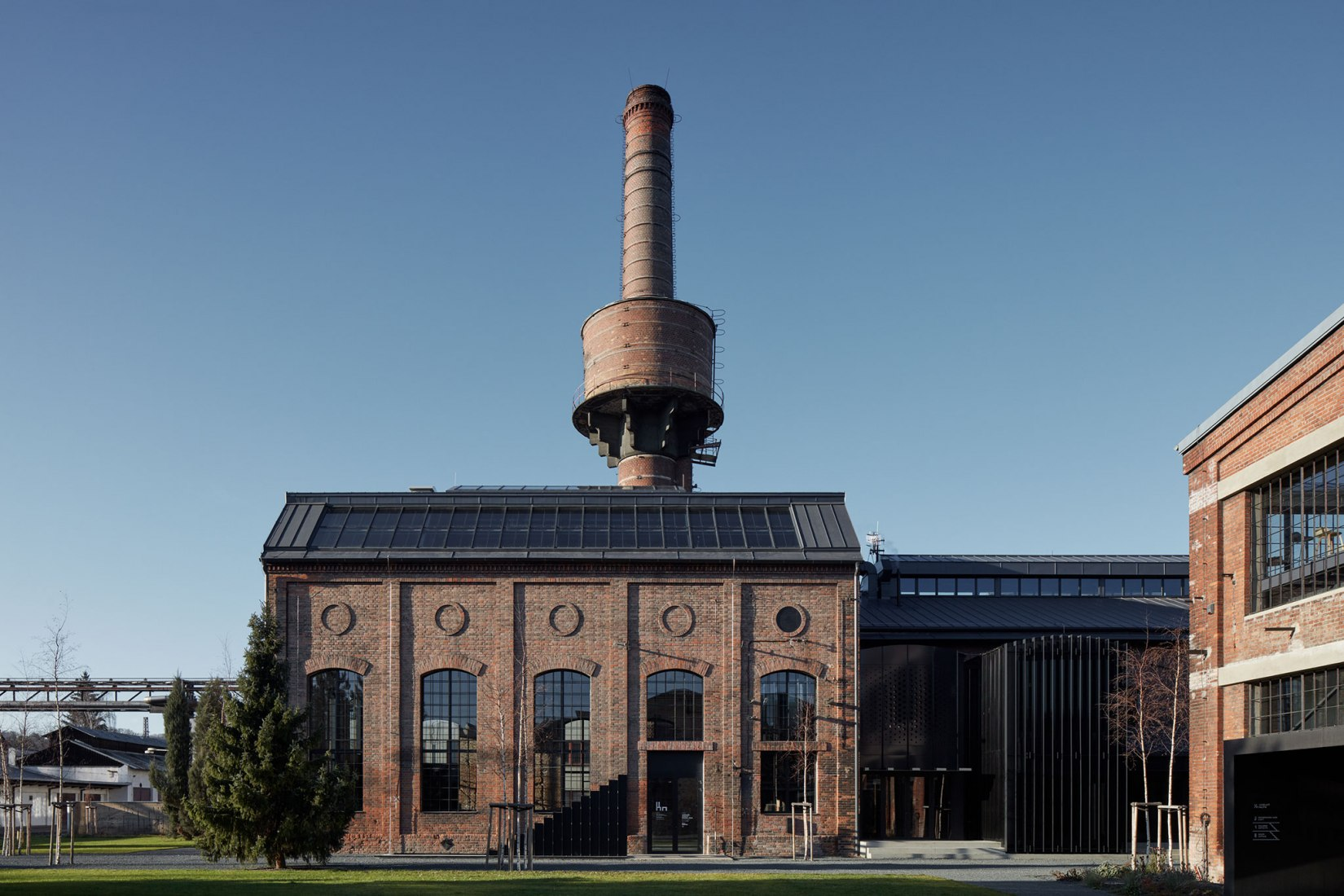 Exterior view. Boiler House reconversion by Atelier Hoffman. Photograph © Jakub Skokan and Martin Tůma / BoysPlayNice