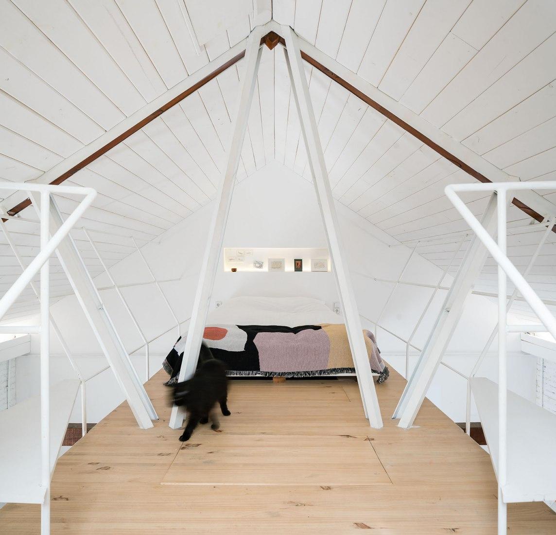 Vista interior. Reforma de una pequeña casa en hilera por Pía Mendaro. Fotografía por ImagenSubliminal