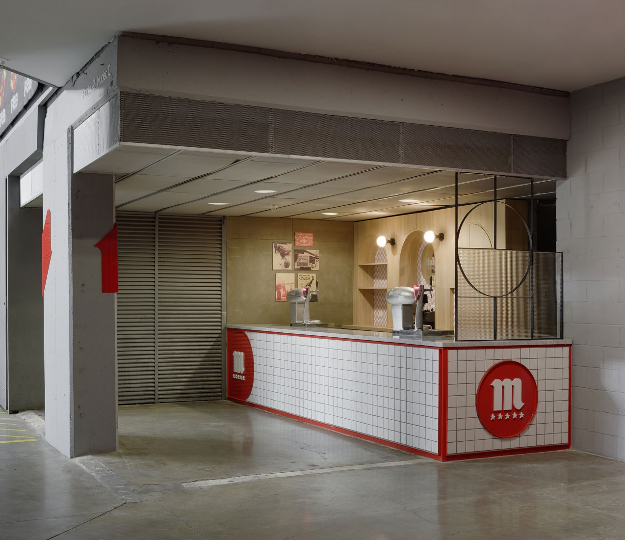 Stand in arena. Conditioning and renovation of the sales areas in. Photograph by Antonio Vázquez.