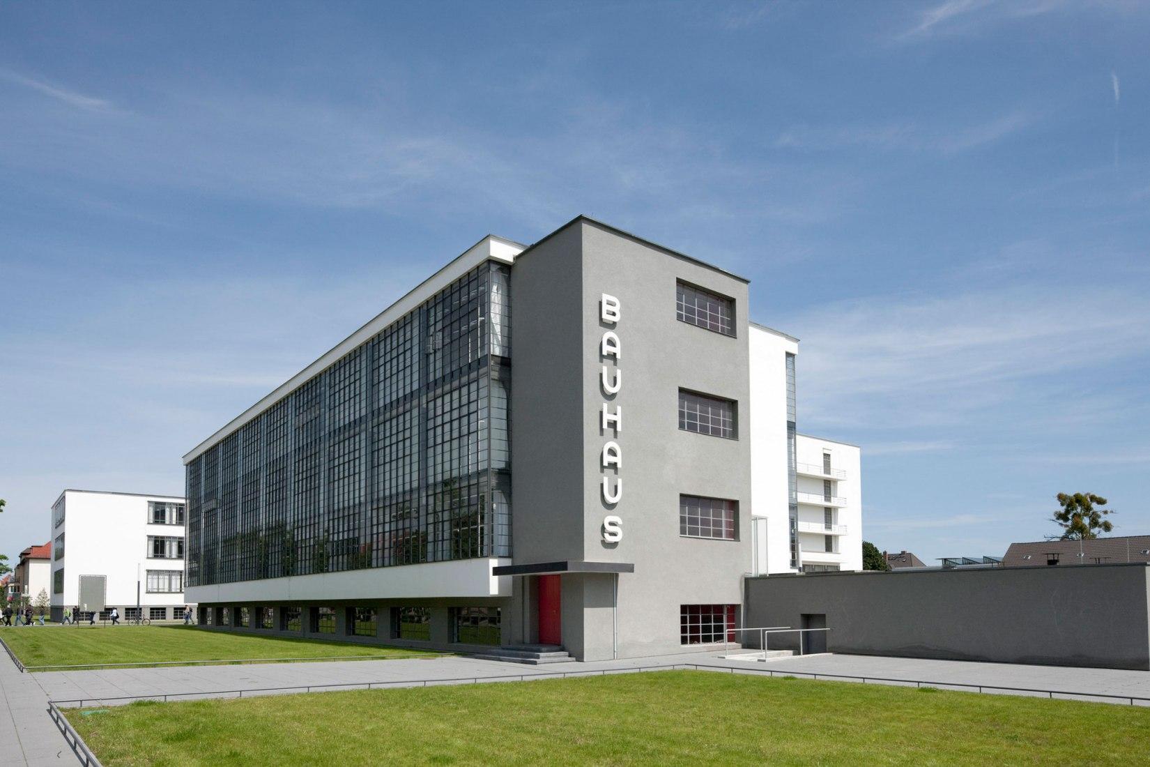 Walter Gropius, Bauhaus, Dessau, 1925–1926. Fotografía por Tadashi Okochi. © Pen Magazine, 2010, Stiftung Bauhaus Dessau