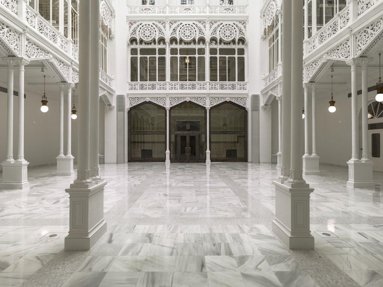 Vista interior. Restauración de la sala de lectura de la biblioteca del Banco de España, por Matilde Peralta del Amo. Fotografía por Luis Asín