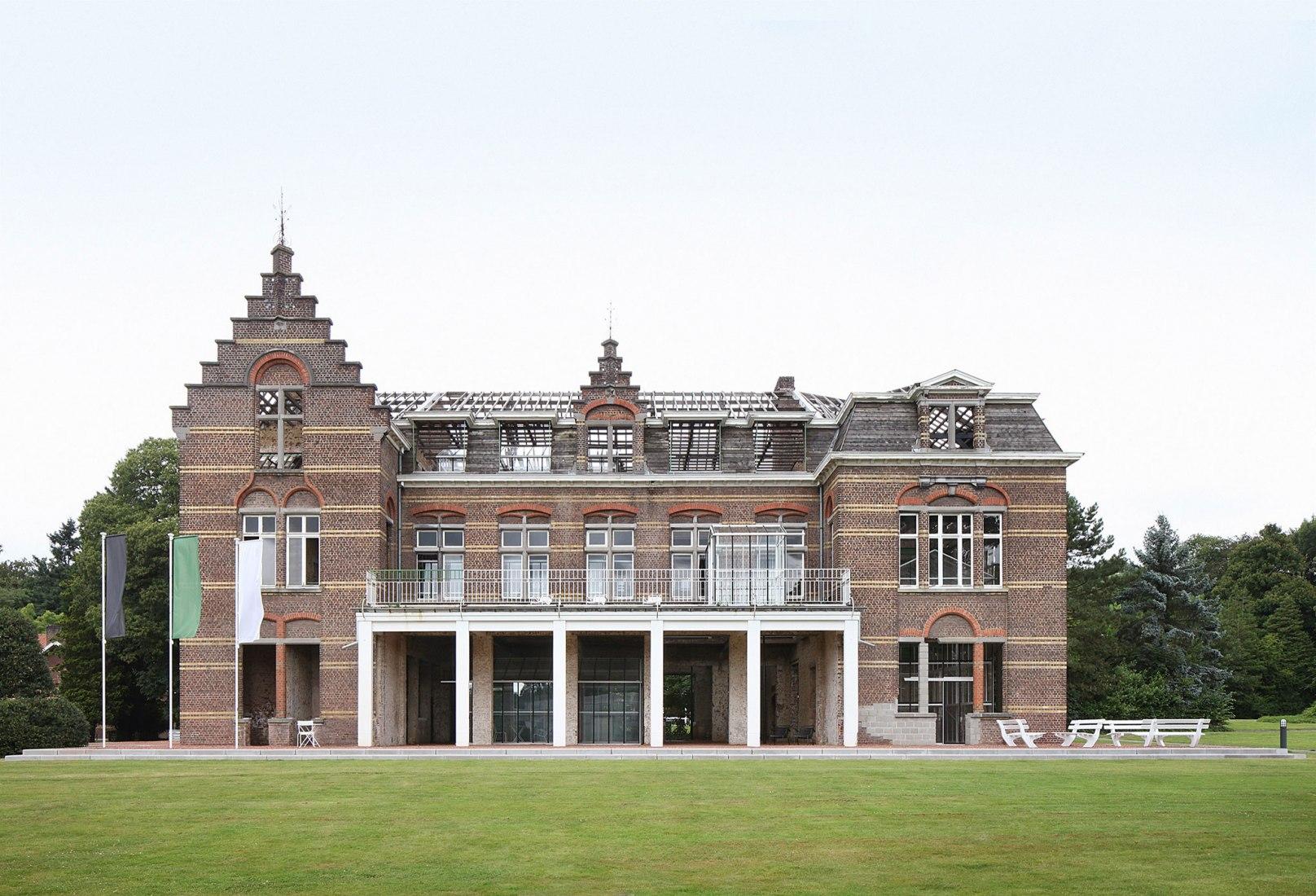 PC Caritas by architecten de Vylder Vinck Taillieu. Photograph by Filip Dujardin.