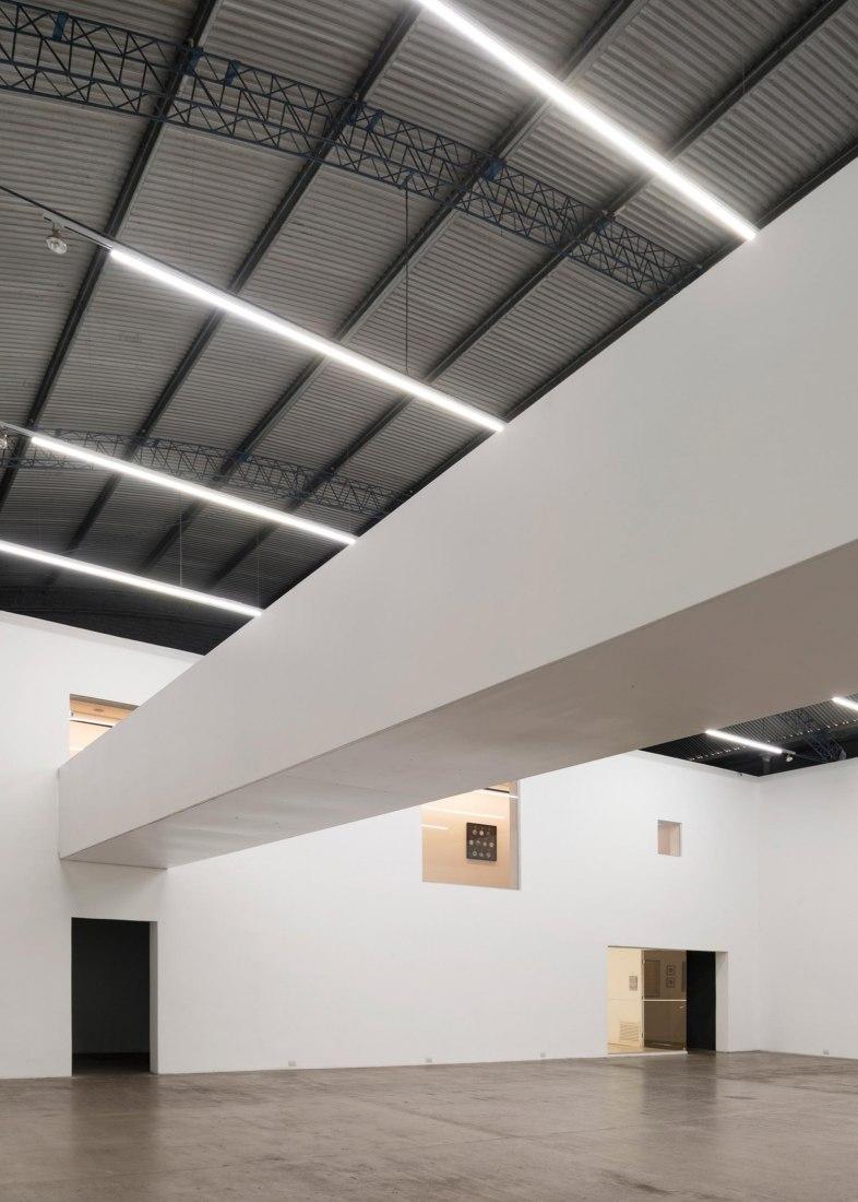 El Gran Vidrio gallery renovation by Ben-Avid + MMBB Arquitetos. Photograph by Federico Cairoli