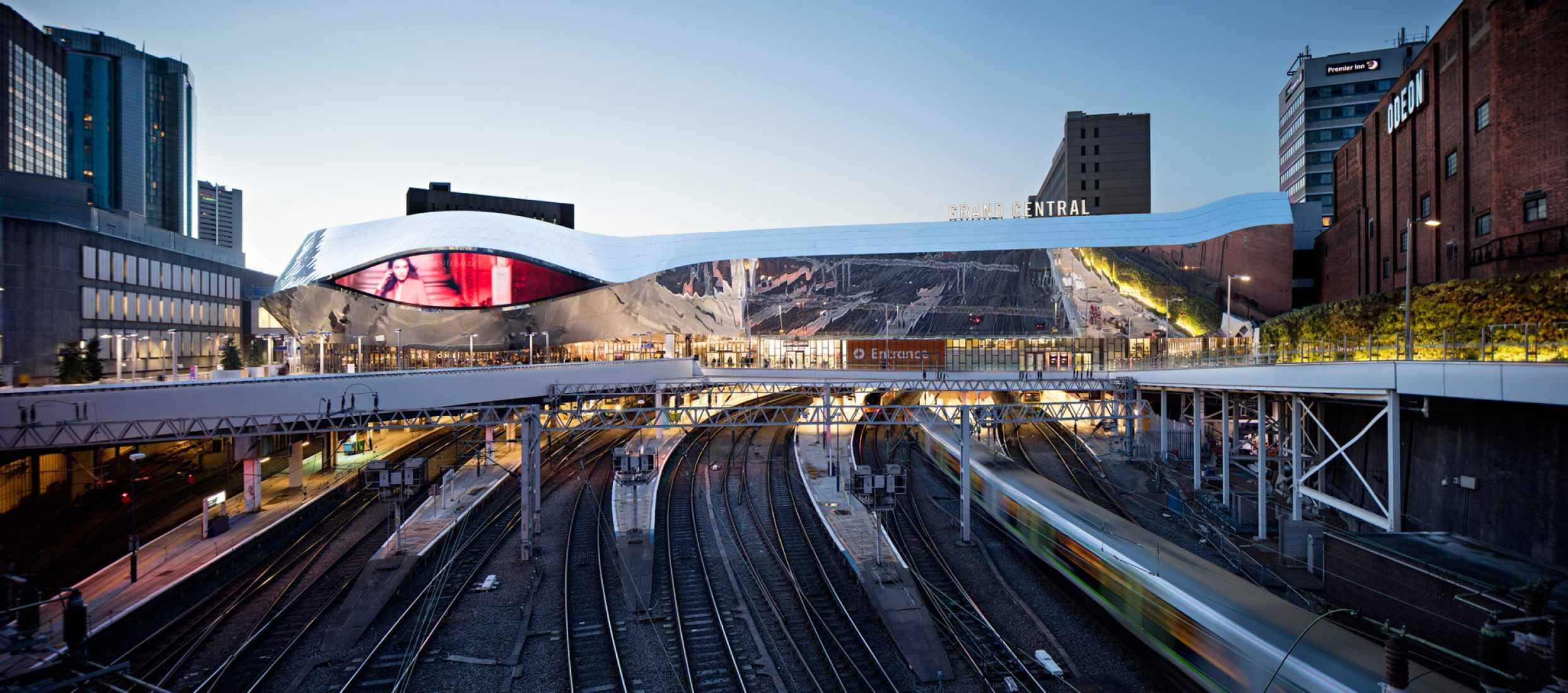 Luis M. Mansilla 2016 Award. View from the tracks, toward evening. Birmingham New Street Station by AZPML. Photograph @ Javier Callejas.
