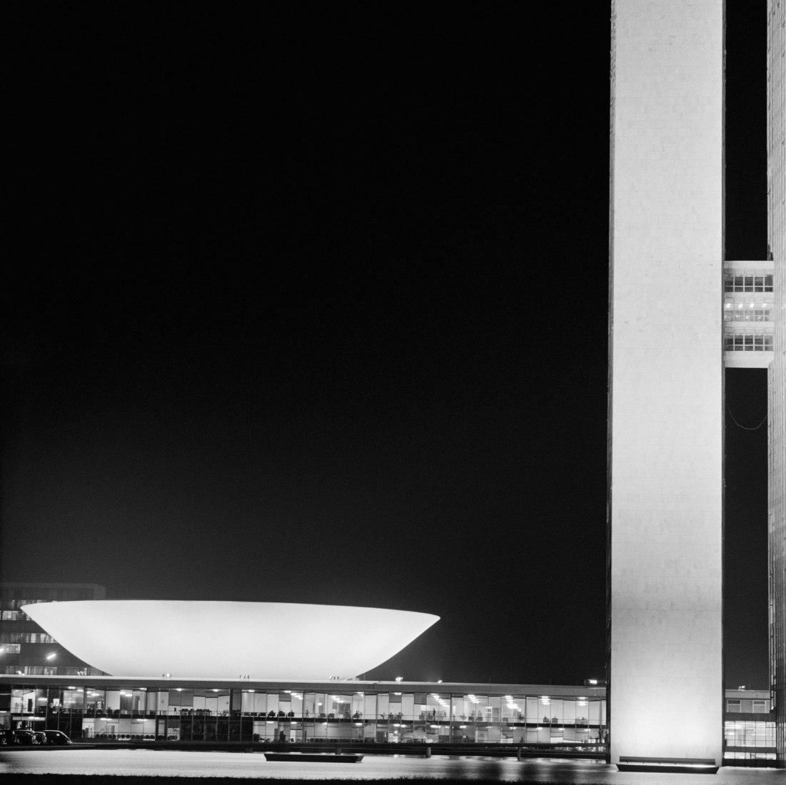 """(Vista nocturna del congreso nacional) """"Untitled 8"""" Impresión digital en color, edición de 15. Tamaño 48"""