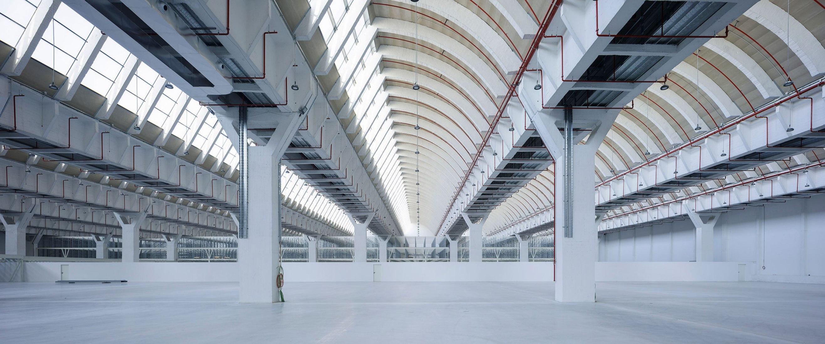 Rehabilitación de la fábrica Intelhorce de Málaga por System Arquitectura. Fotografía por Fernando Alda