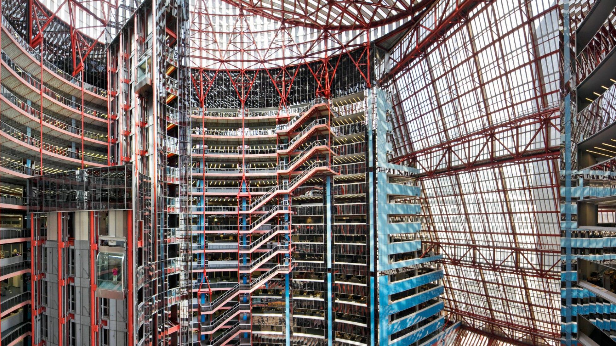 Thompson Center por Helmut Jahn. Fotografía por Rainer Viertlböck. Imagen cortesía de 2017 Chicago Architecture Biennial / Jahn Architects