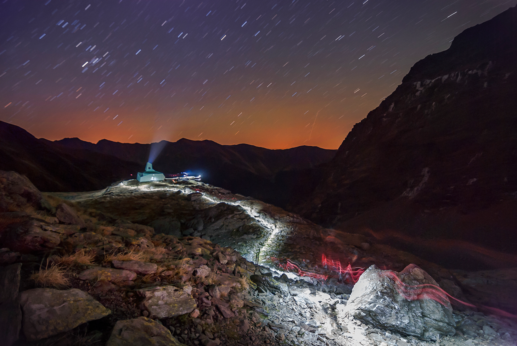 Night view. Caltun mountain shelter by Archaeus. Photography © Dan Purice.