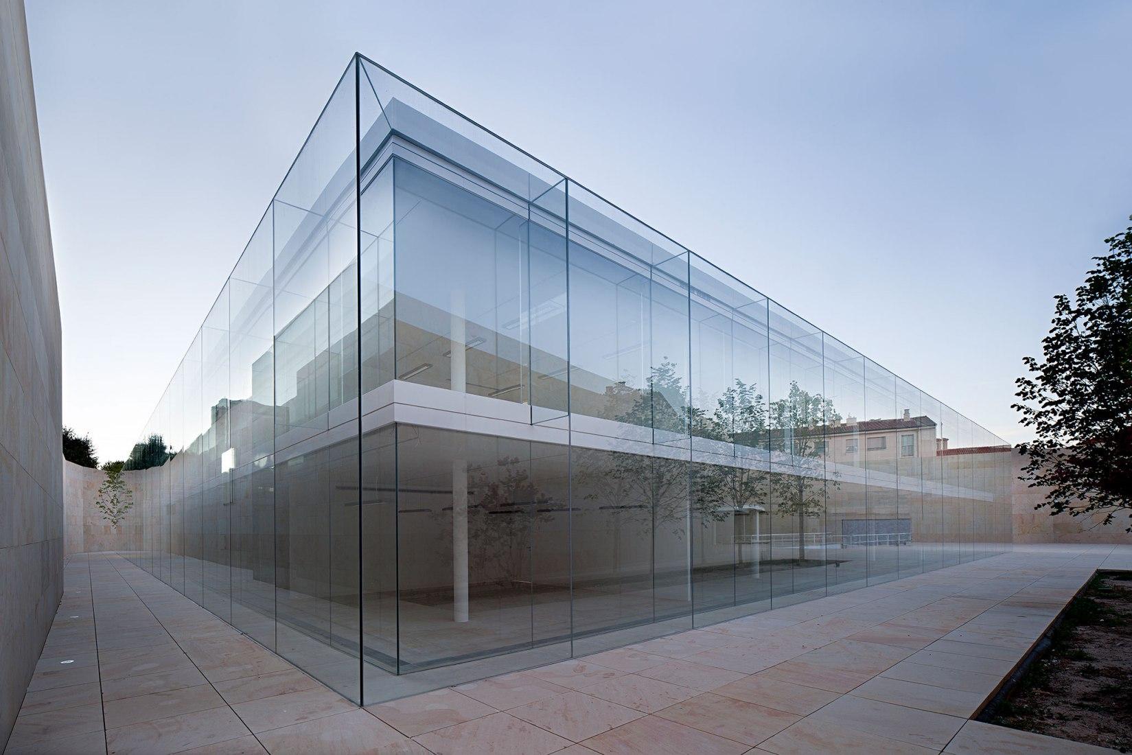 Oficinas para la Junta de Castilla y León en Zamora por Alberto Campo Arquitectos. Fotografía © Javier Callejas
